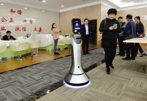 白领公��aj:f�_在生态城白领公寓,首批安保巡逻机器人将加入到日常执勤中.
